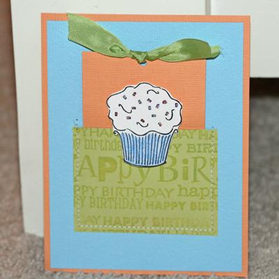 081908 Birthday cupcake card standing 1