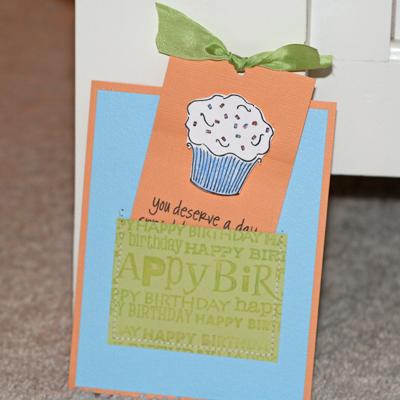 081908 Birthday cupcake card standing 2