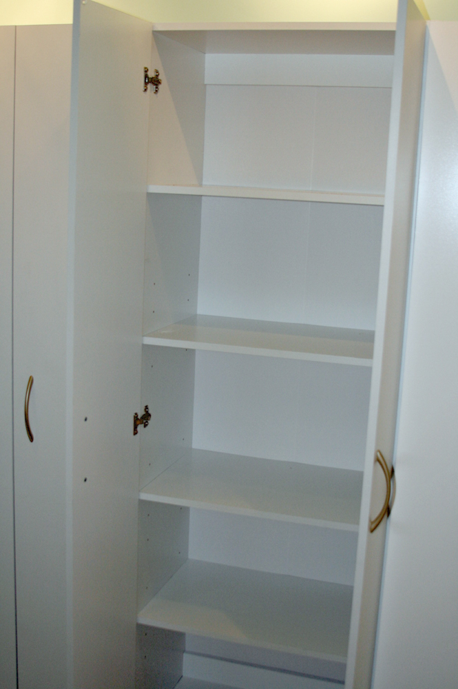 Cabinet wall 5